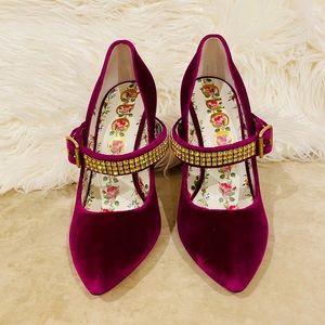 Brand new Gucci softy velvet heels